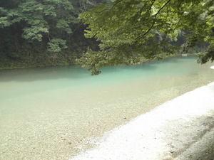 あきる野市 清流 秋川渓谷で楽しい思い出を キャンピング